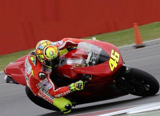 Ducati GP12 in pista al Mugello con Valentino Rossi e Franco Battaini - Foto 16 di 16
