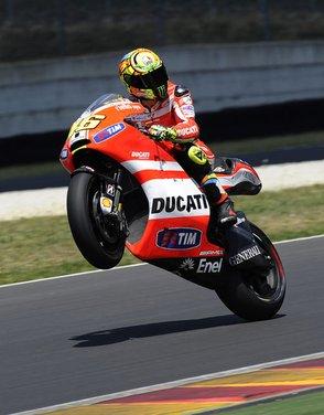 Ducati GP12 in pista al Mugello con Valentino Rossi e Franco Battaini - Foto 4 di 16