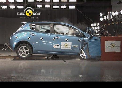 Nissan LEAF guadagna 5 stelle EuroNCAP per i crash test