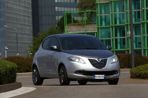 Lancia Ypsilon Black&Red - Foto 19 di 46
