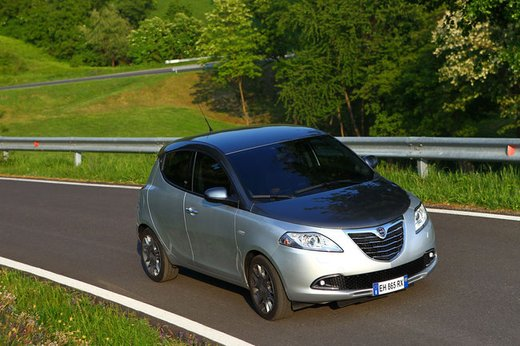 Lancia Ypsilon Black&Red - Foto 21 di 46