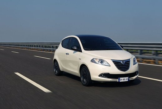 Lancia Ypsilon Black&Red - Foto 25 di 46