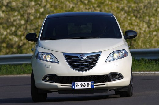 Lancia Ypsilon Black&Red - Foto 29 di 46