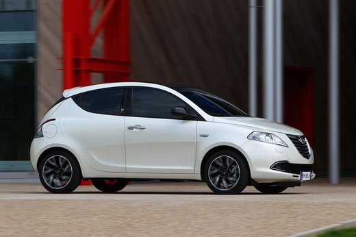 Lancia Ypsilon Black&Red - Foto 30 di 46
