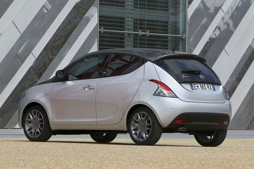 Lancia Ypsilon Black&Red - Foto 32 di 46