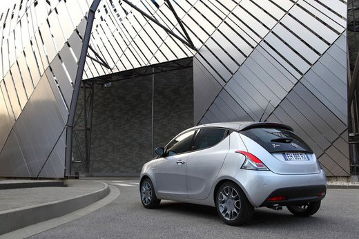 Lancia Ypsilon Black&Red - Foto 40 di 46