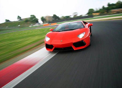 Lamborghini Aventador provata sulla pista di Vallelunga