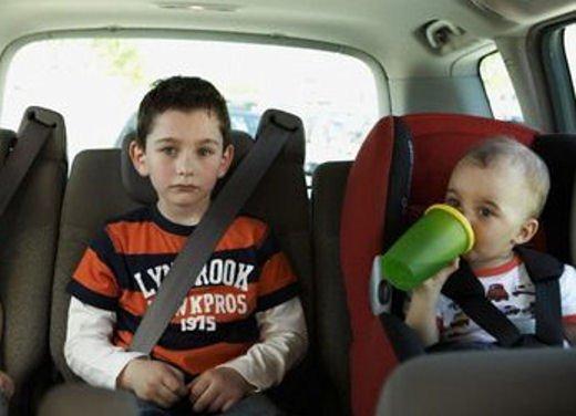 Bambini in auto, seggiolino e altri consigli per il trasporto sicuro - Foto 3 di 12