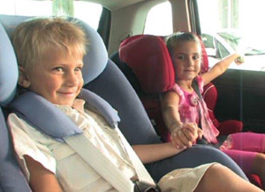 Bambini in auto, seggiolino e altri consigli per il trasporto sicuro - Foto 2 di 12