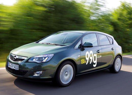 Opel Astra ecoFlex: consumi di 3,7 litri ogni 100 km e emissioni di 99 g al km