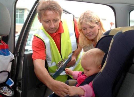 Bambini in auto, seggiolino e altri consigli per il trasporto sicuro - Foto 6 di 12