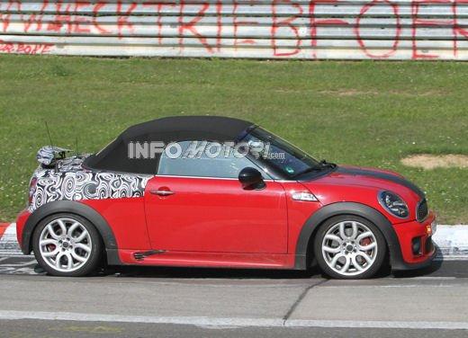Mini Roadster John Cooper Works sorpresa durante i test in pista - Foto 3 di 17