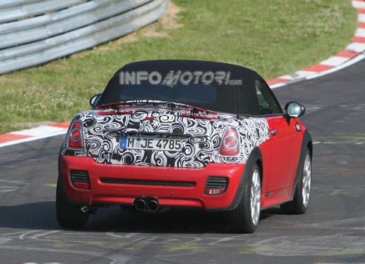 Mini Roadster John Cooper Works sorpresa durante i test in pista - Foto 5 di 17