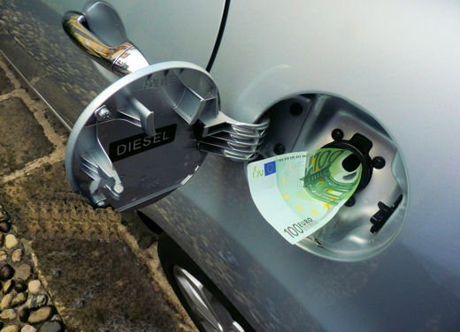 Mazzata sui carburanti: maxi aumenti delle accise da subito