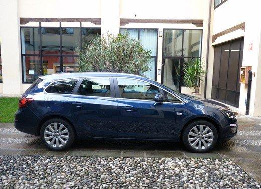Opel Astra Sports Tourer: prova su strada della Opel Astra station wagon - Foto 10 di 23