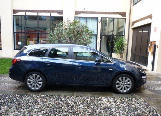 Opel Astra Sports Tourer: prova su strada della Opel Astra station wagon - Foto 12 di 23