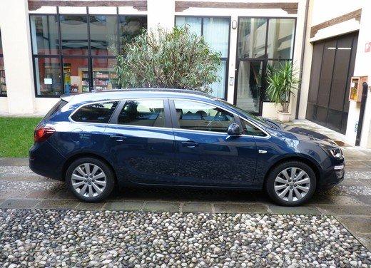 Opel Astra Sports Tourer: prova su strada della Opel Astra station wagon - Foto 11 di 23