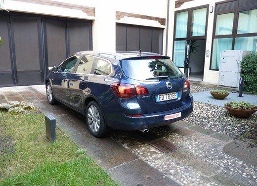 Opel Astra Sports Tourer: prova su strada della Opel Astra station wagon - Foto 13 di 23