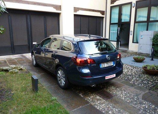 Opel Astra Sports Tourer: prova su strada della Opel Astra station wagon - Foto 14 di 23