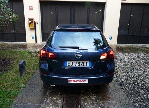 Opel Astra Sports Tourer: prova su strada della Opel Astra station wagon - Foto 9 di 23