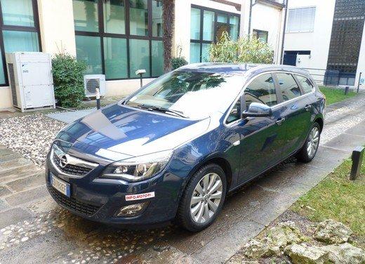 Opel Astra Sports Tourer: prova su strada della Opel Astra station wagon - Foto 2 di 23
