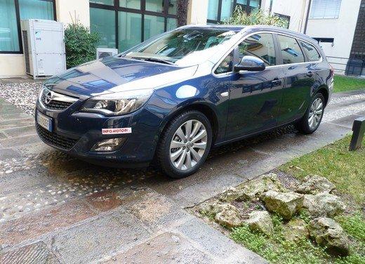 Opel Astra Sports Tourer: prova su strada della Opel Astra station wagon - Foto 4 di 23