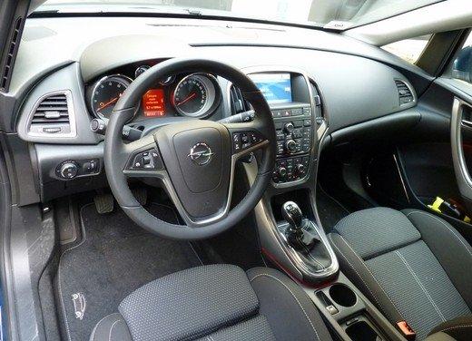 Opel Astra Sports Tourer: prova su strada della Opel Astra station wagon - Foto 19 di 23