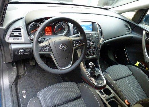 Opel Astra Sports Tourer: prova su strada della Opel Astra station wagon - Foto 20 di 23