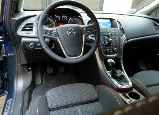 Opel Astra Sports Tourer: prova su strada della Opel Astra station wagon - Foto 21 di 23