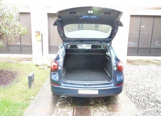 Opel Astra Sports Tourer: prova su strada della Opel Astra station wagon - Foto 15 di 23