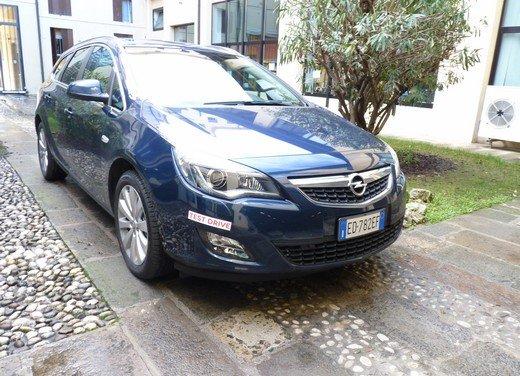 Opel Astra Sports Tourer: prova su strada della Opel Astra station wagon - Foto 1 di 23