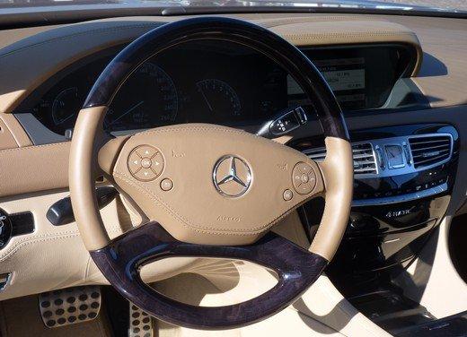 Mercedes CL 500 4Matic Sport: prova su strada della coupé sportiva ed elegante - Foto 13 di 40