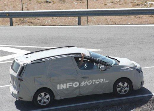 Renault Scenic: prime foto spia del facelift - Foto 5 di 12