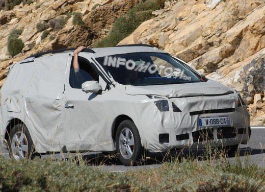 Renault Scenic: prime foto spia del facelift - Foto 6 di 12