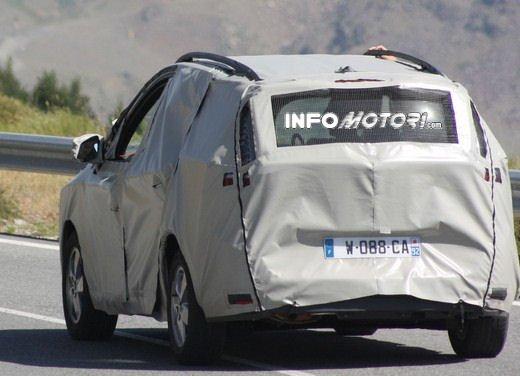 Renault Scenic: prime foto spia del facelift - Foto 7 di 12