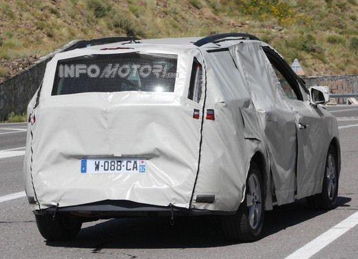 Renault Scenic: prime foto spia del facelift - Foto 9 di 12
