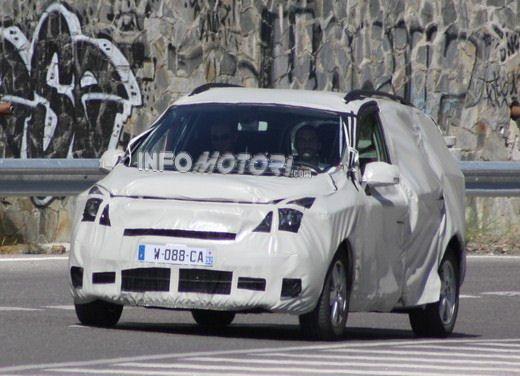 Renault Scenic: prime foto spia del facelift - Foto 10 di 12
