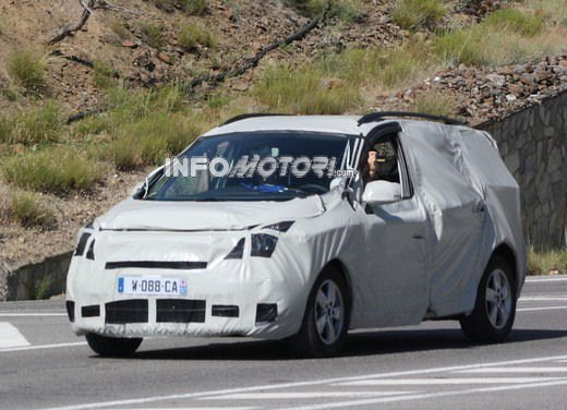 Renault Scenic: prime foto spia del facelift - Foto 12 di 12