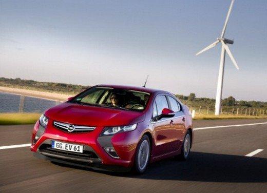 Opel Ampera: prima prova su strada della elettrica ad autonomia estesa - Foto 1 di 19