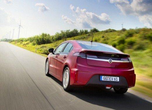 Opel Ampera: prima prova su strada della elettrica ad autonomia estesa - Foto 2 di 19