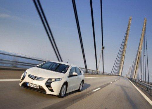 Opel Ampera: prima prova su strada della elettrica ad autonomia estesa - Foto 9 di 19