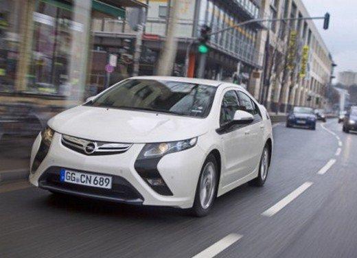 Opel Ampera: prima prova su strada della elettrica ad autonomia estesa - Foto 11 di 19