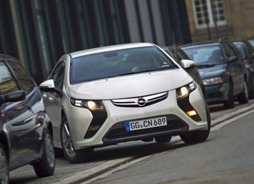 Opel Ampera: prima prova su strada della elettrica ad autonomia estesa - Foto 12 di 19