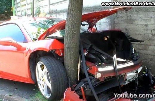 Ferrari 360 Modena Spider finisce in acqua - Foto 1 di 10