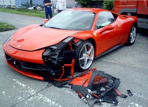 Ferrari 360 Modena Spider finisce in acqua - Foto 2 di 10
