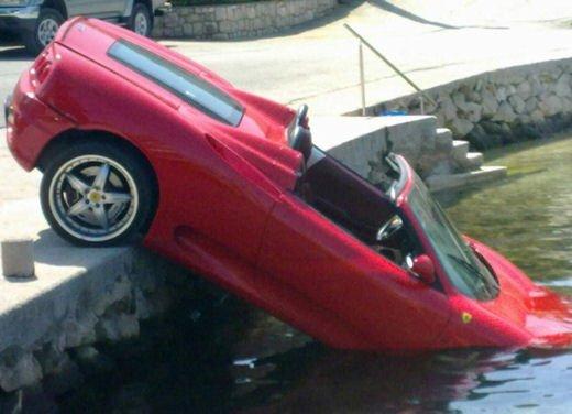 Ferrari 360 Modena Spider finisce in acqua - Foto 5 di 10