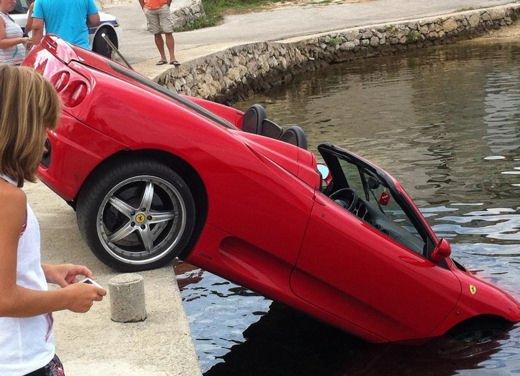 Ferrari 360 Modena Spider finisce in acqua - Foto 6 di 10