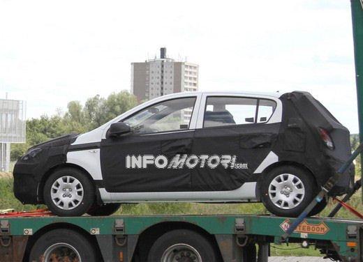 Hyundai i20, le foto degli interni del restyling 2012 - Foto 12 di 18