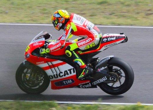 Ducati GP12 in pista al Mugello con Valentino Rossi e Franco Battaini - Foto 2 di 16