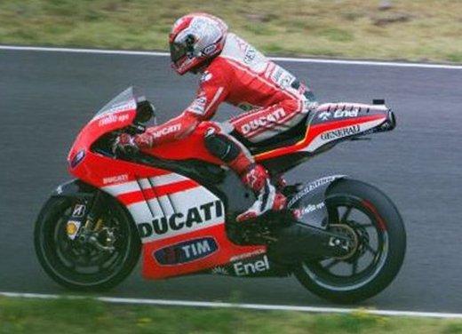 Ducati GP12 in pista al Mugello con Valentino Rossi e Franco Battaini - Foto 11 di 16